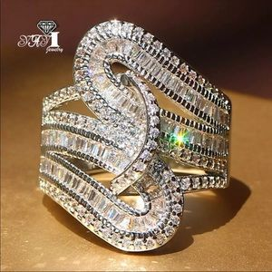 *5.6 CT Trendy Twisted Diamond Ring